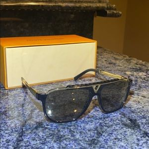 Louis Vuitton Mascot Z0963W Sunglasses